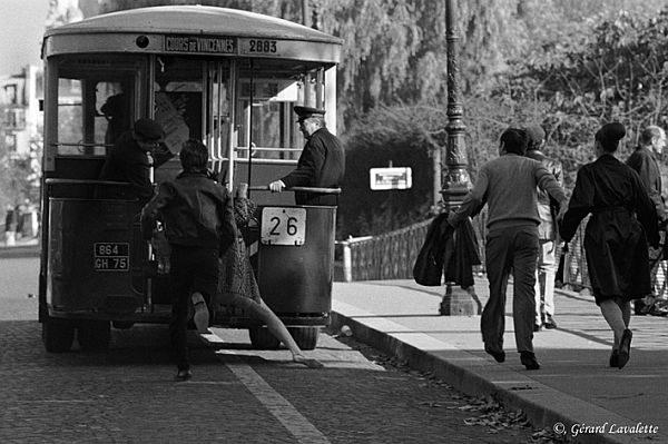 4ème arrondissement - Prendre le bus en marche pont Louis-Philippe