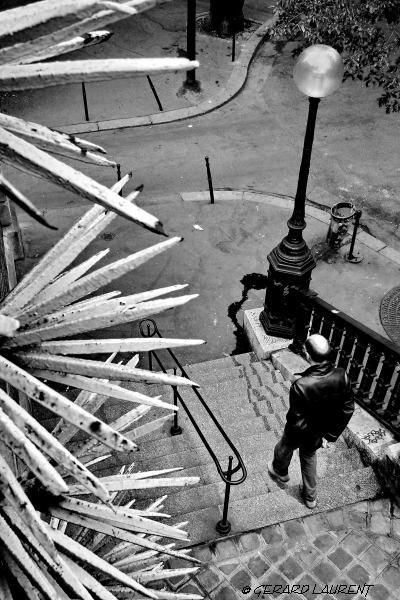 180050_paris_les_defenses_du_cimetiere_de_montmartre
