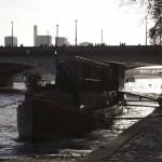 16ème arrondissement – Une péniche au pied du pont d'Iéna