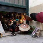 4ème arrondissement – Julie et son parapluie rue des Guillemites