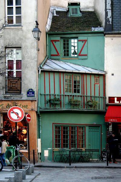 5ème arrondissement - Le petite boutique verte de la rue Galande (@Gérard Laurent - 2005)