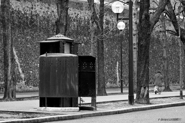 14ème arrondissement - La pissotière du boulevard Arago (photo 2002)
