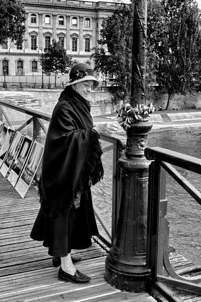 1er arrondissement - Le temps qui passe et les mots d'amour aussi sur le Pont des Arts