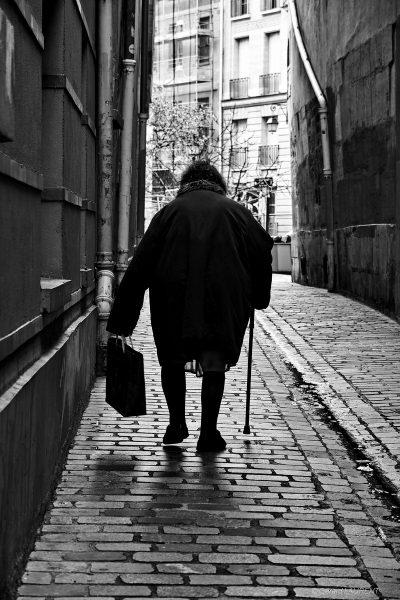 4ème arrondissement - Femme au cabas rue du Prevôt