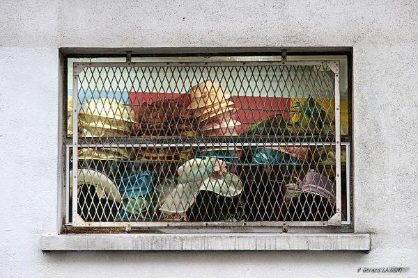 2ème arrondissement – Les chapeaux de la rue des Forges (2006)
