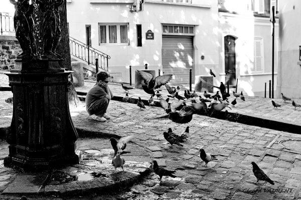 18ème arrondissement - L'enfant et les pigeons place Emile Goudeau